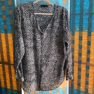 Violet Claire XL leopard print top hidden buttons